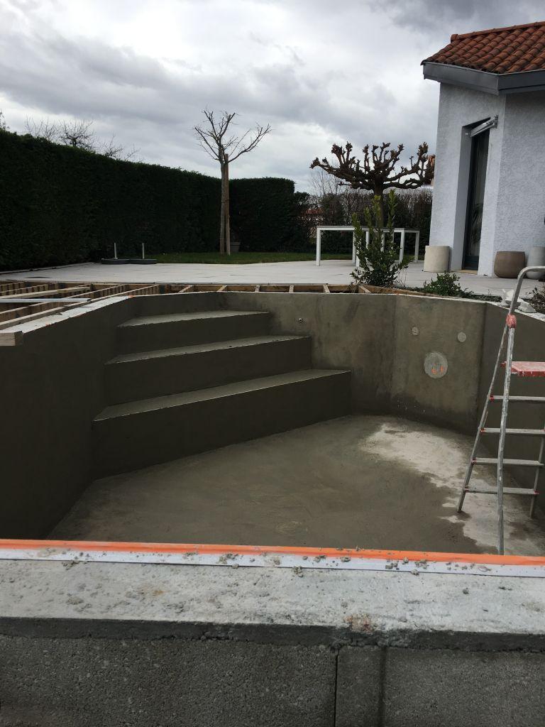 piscine-creation-escalier-3-marches-maconnees