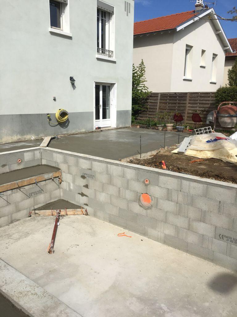 realisation-piscine-complete-escalier-pose-margelles-lyon